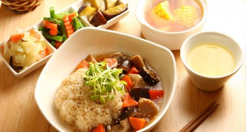 綠藤鮮活芽菜 在 呷米共食廚房