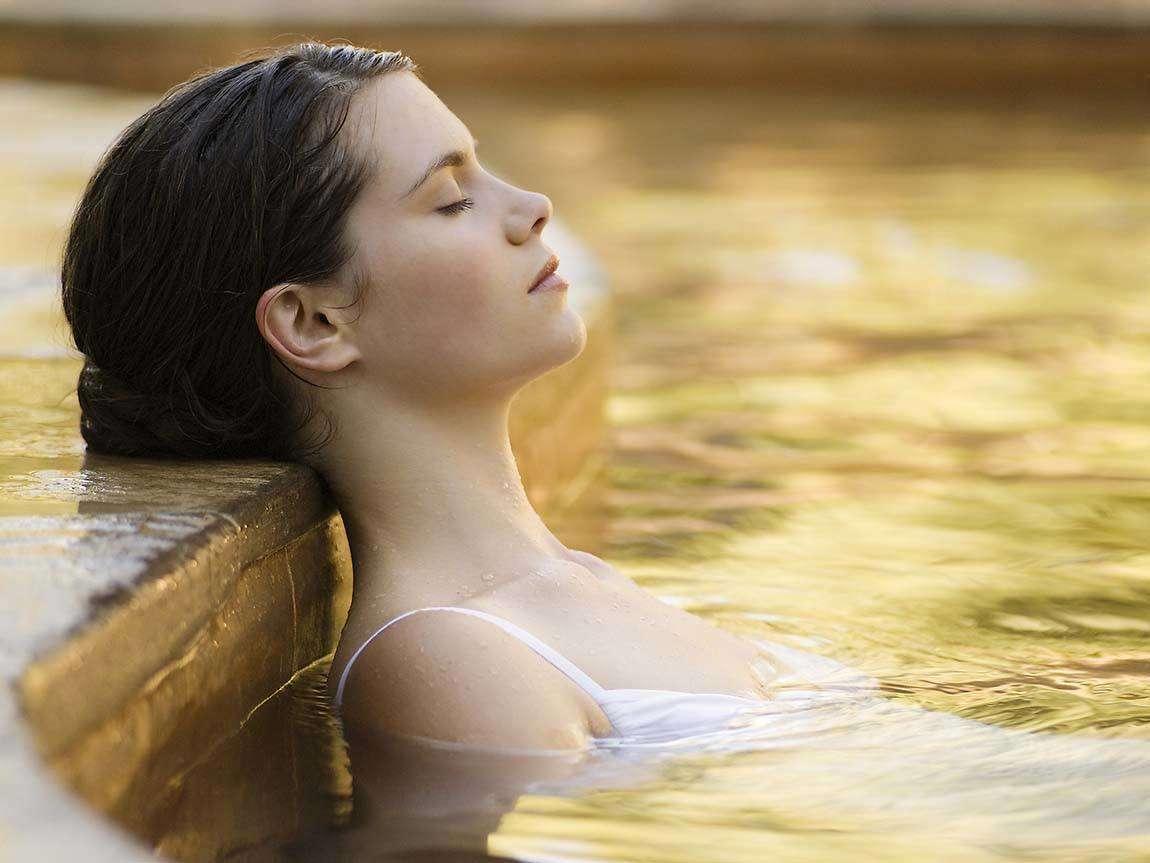 peninsula-hot-springs-girl_mp_r_1326098_1150x863