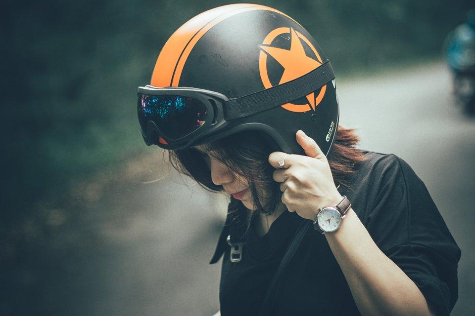 rsz_biker-black-female-1323204